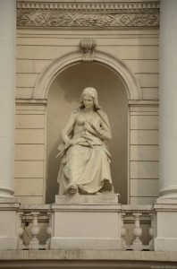 Скульптура на театре оперы и балета