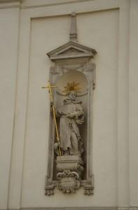 Статуя у костела святого Михаила