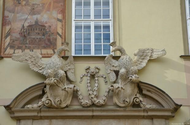 Скульптура над входом в Новой Ратуши