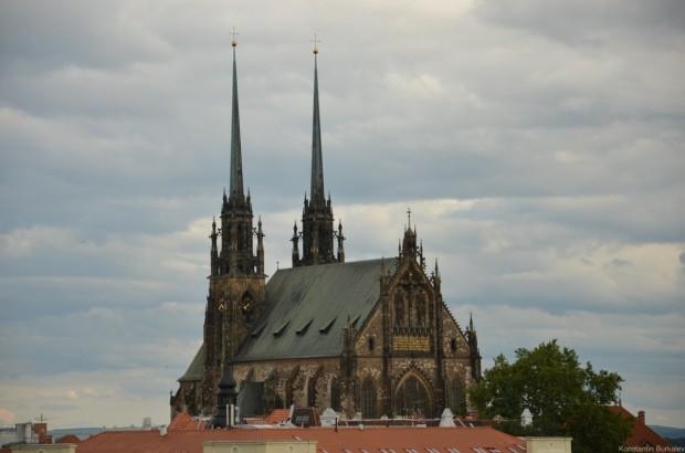 Вид на собор Петра и Павла с холма Шпилберг
