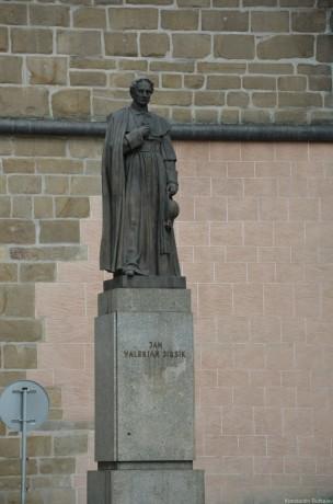 Памятник Жану Жирсику