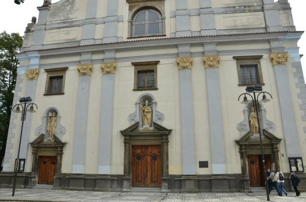 собор святого Микулаша и Черная башня
