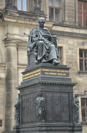 памятник первому королю Саксонии Фридриху Августу I Справедливому