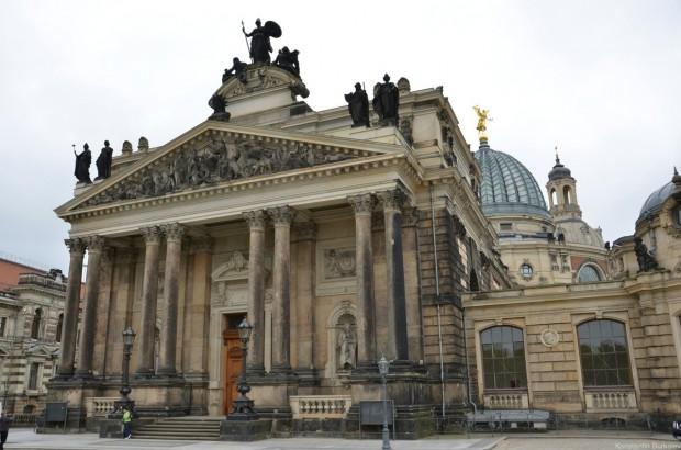Терраса Брюля. Здание Академии искусств Саксонии
