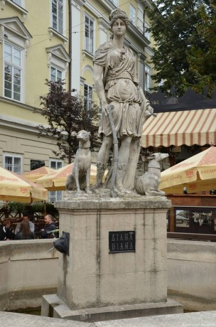 Богиня Диана на рыночной площади