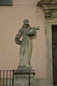 Скульптура у Костёла Обретения Святого Креста