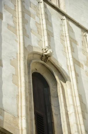 Мужичек с голым задом на соборе св Якуба