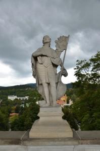 Скульптуры на Плащевом мосту