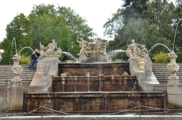 каскадный фонтан XVIII века в верхнем парке замка Чешский Крумлов