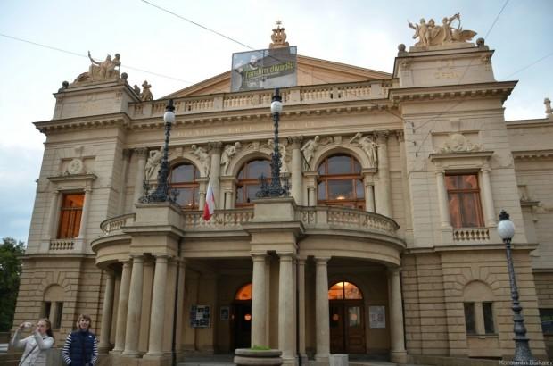 Театр имени Тыла (Divadlo Tyla)