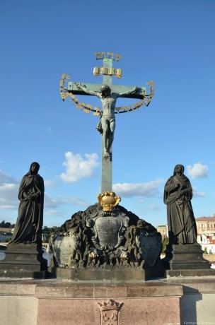 Скульптура Распятие на Карловом мосту