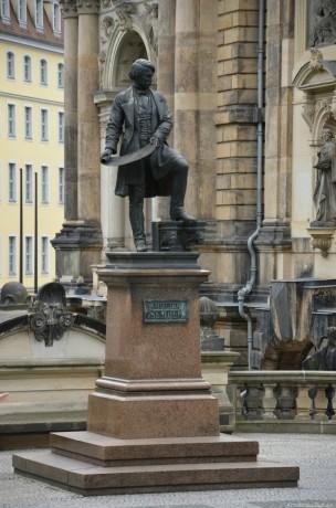 Памятник Готфриду Земперу