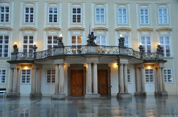Вход в президентский дворец