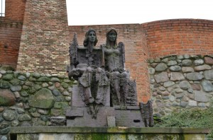 Барбакан и крепостная стена. Памятник