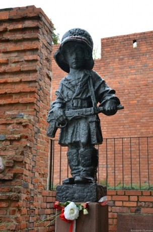 памятник Маленькому повстанцу